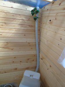 Как избавиться от запаха в дачном туалете: способы устранения зловония