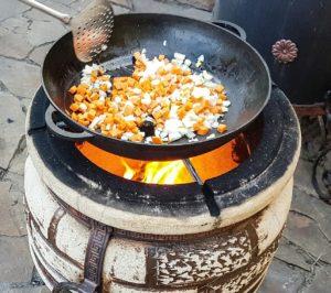 Как разжигать тандыр, протопить дровами: инструкция по использованию