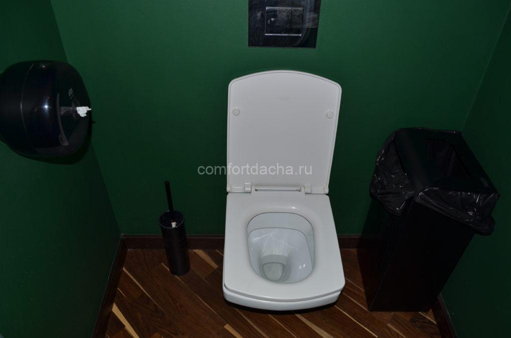 Чем обшить туалет на даче снаружи и внутри: бюджетные варианты