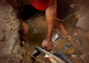 Запах канализации в частном доме — причины, устранение