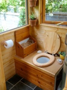 туалет-скворечник-на-даче