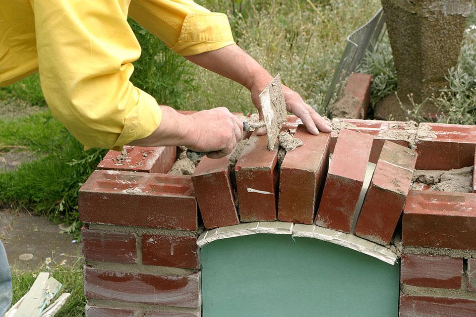 Как выложить мангал из кирпича на даче самостоятельно: инструкция