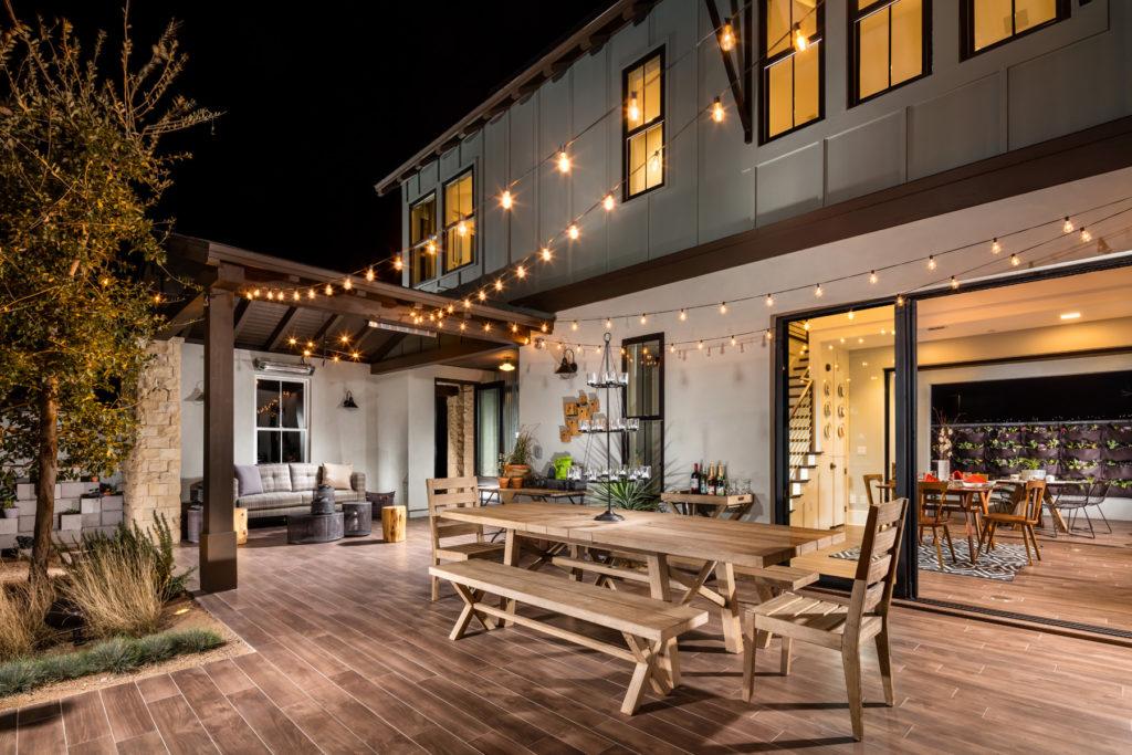 Освещение террасы или веранды загородного дома