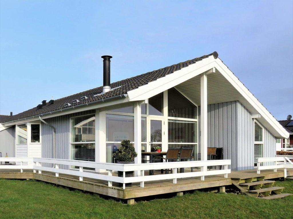 Веранда к дому с пластиковыми окнами: особенности постройки