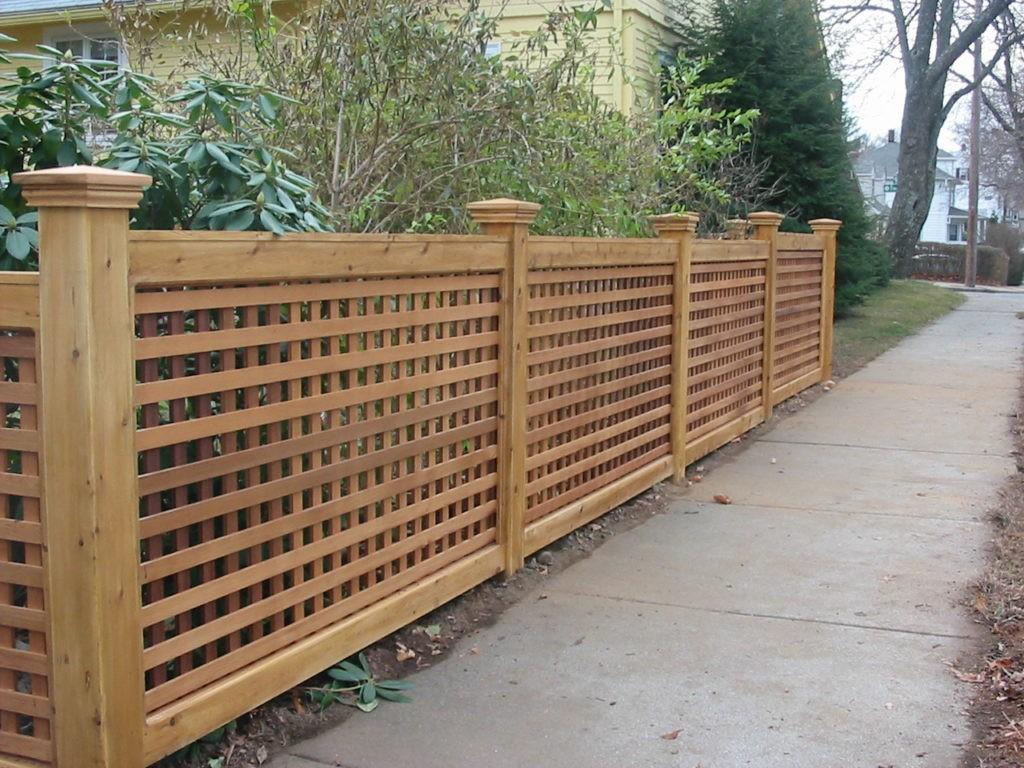 Деревянный забор на даче: разновидности, уход за ограждением