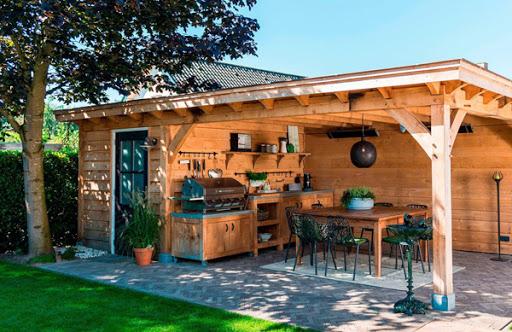 Строительство летней кухни с верандой, террасой на дачном участке: варианты