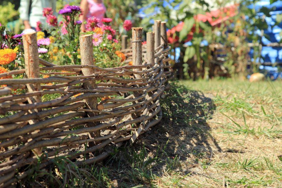Забор для палисадника своими руками: варианты, порядок работ