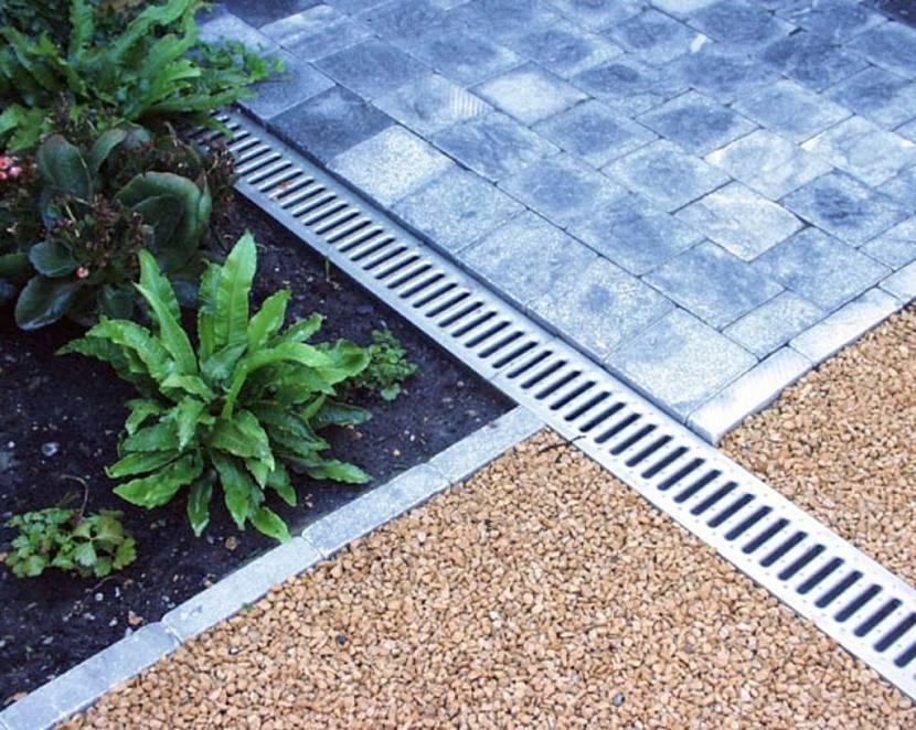 Укладка тротуарной плитки без бордюра на даче своими руками