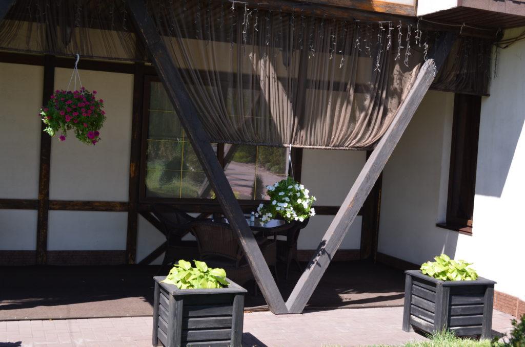 Внутрення отделка террасы и веранды на даче, в частном доме