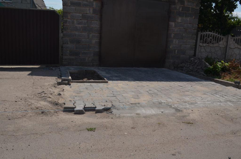 Площадка под автомобиль на даче — как сделать своими руками