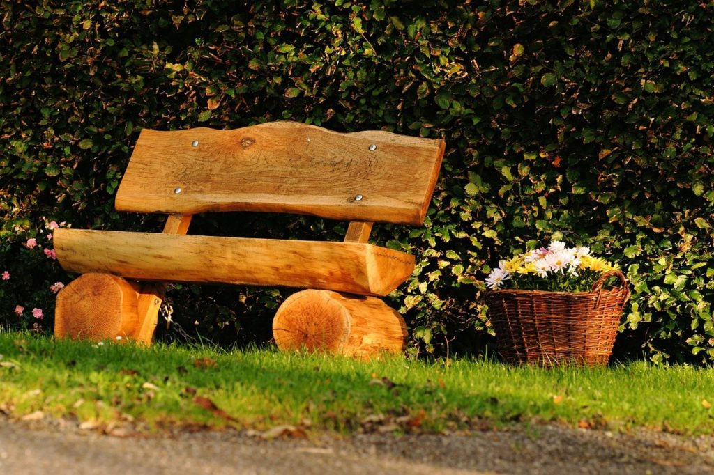Скамейка из бревна своими руками на даче: пошаговая инструкция