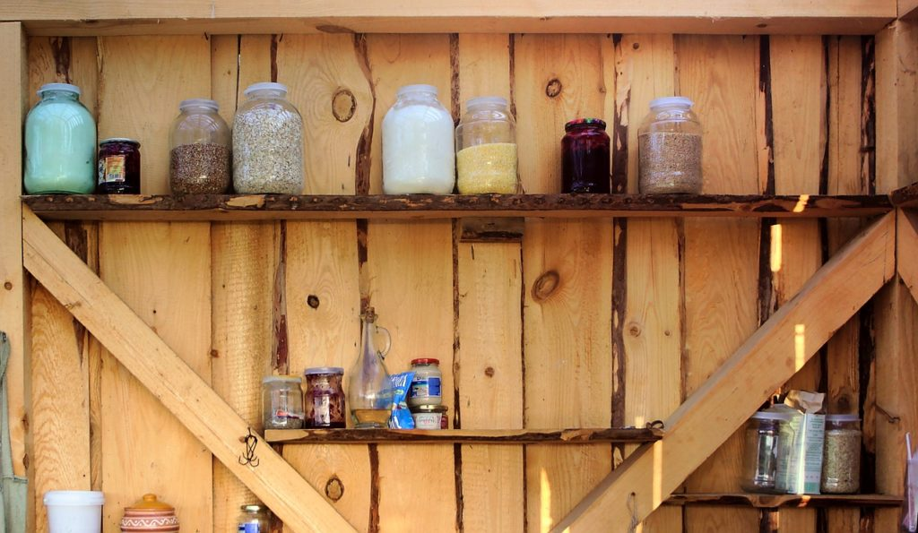Как сделать полки в сарае своими руками: варианты стеллажей