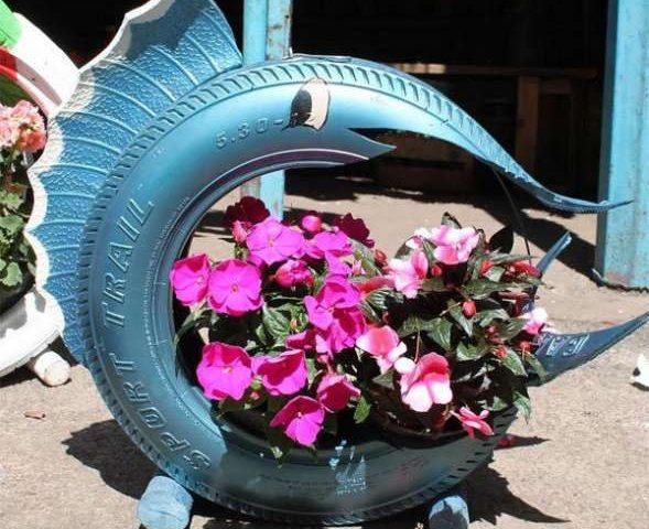 Клумбы из покрышек: как сделать из шины цветочницу