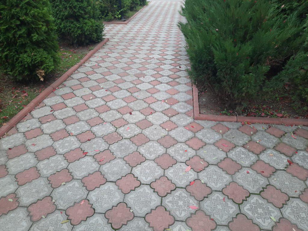Укладка тротуарной плитки своими руками на даче: пошаговая инструкция