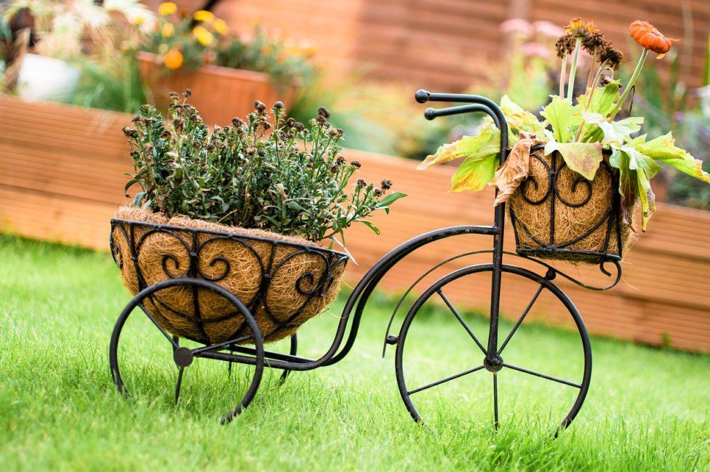myfoto-sadoviy-velociped-dlya-cvetov-svoimi-rukami