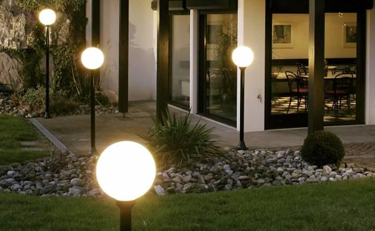 Как сделать освещение участка загородного дома своими руками — идеи