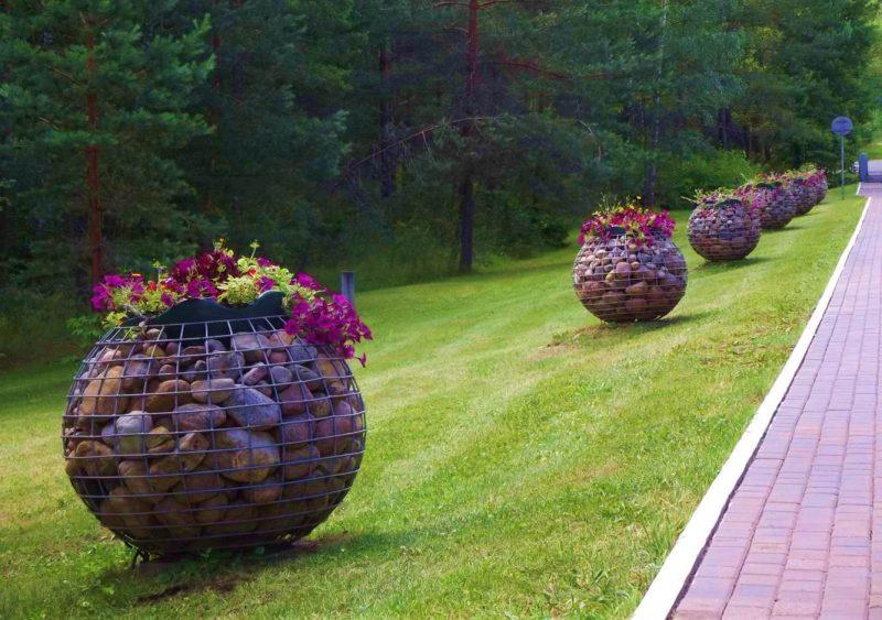 Габионы в ландшафтном дизайне дачи — как использовать каменные клумбы