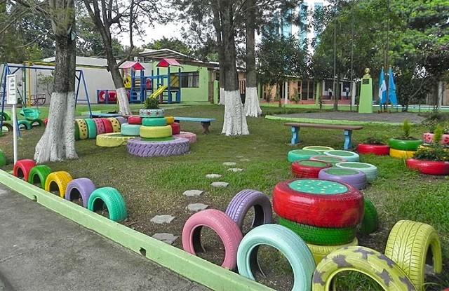 Детская площадка во дворе частного дома своими руками