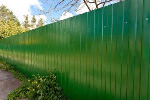 Забор из профнастила своими руками — схемы и чертежи